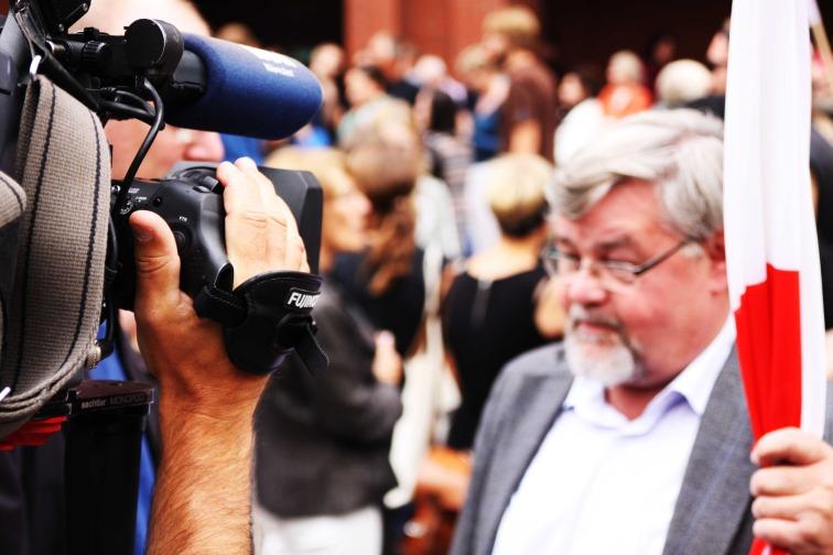 watch-tv-camera-interview-tv-57715.jpeg